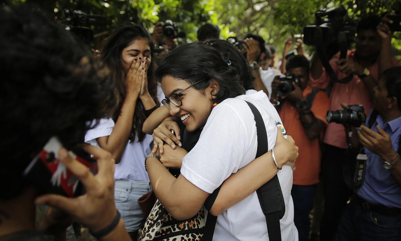 بھارتی سپریم کورٹ کے اس فیصلے میں جانوروں اور بچوں کے ساتھ جنسی تعلقات کو قابل قانونی گرفت ہی قرار دیا گیا ہے اور ان معاملات میں شامل افراد کو گزشتہ قانون کے مطابق ہی سزائیں دی جائیں گی — اے پی فوٹو