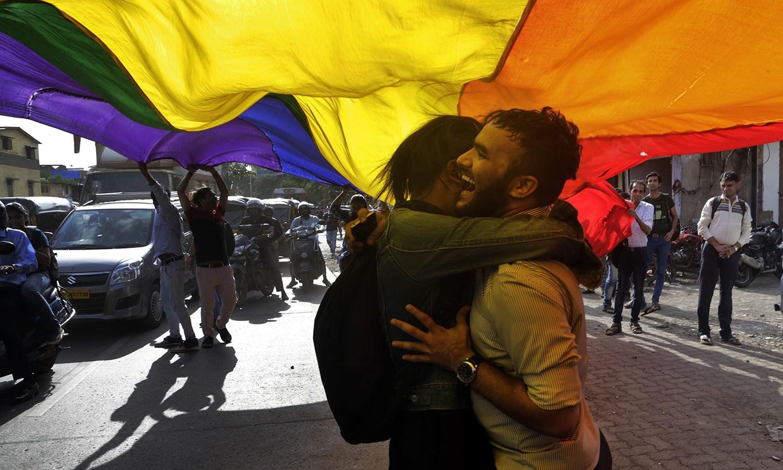 عدالتی فیصلے پر بھارت کے دیگر شعبہ جات کے افراد نے خوشی کا اظہار کیا — اے پی فوٹو