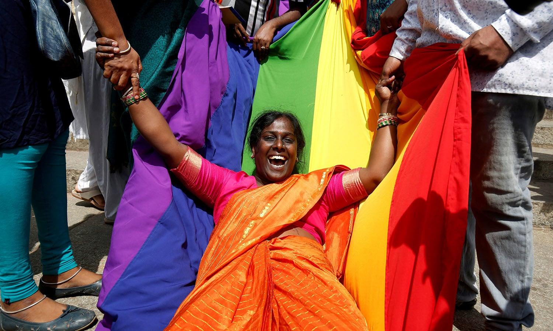 ملک کے مذہبی رہنما ہم جنسیت کے خلاف ہیں، معاشرے میں بھی ایک بڑی تعداد ہم جنس پرستی کے رشتوں کو قبول نہیں کرتی اور اسے غیر فطری سجھتی ہے — اے پی فوٹو