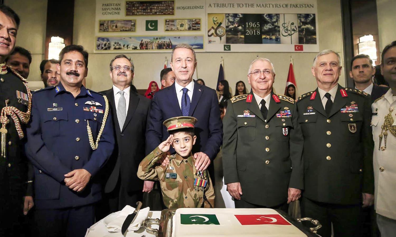 ترکی میں قائم پاکستانی سفارت خانے میں یوم دفاع کے موقع پر تقریب کا انعقاد کیا گیا — فوٹو: آن لائن