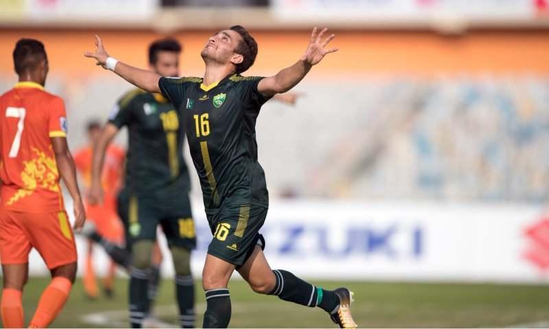 پاکستانی فٹبال ٹیم کے کھلاڑی خوشی کا اظہار کرتے ہوئے — فوٹو: بشکریہ ساف
