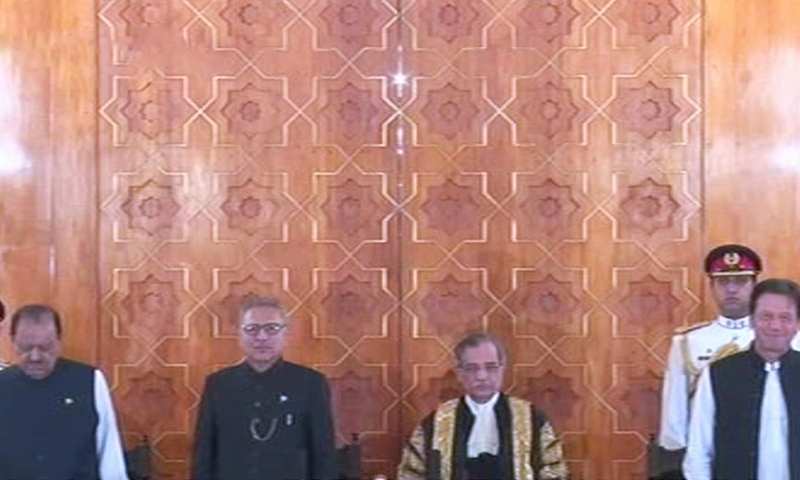 L-R: Outgoing president Mamnoon Hussain, President-elect Arif Alvi, Chief Justice of Pakistan Mian Saqib Nisar and Prime Minister Imran Khan minutes before the oath-taking. ─ DawnNewsTV