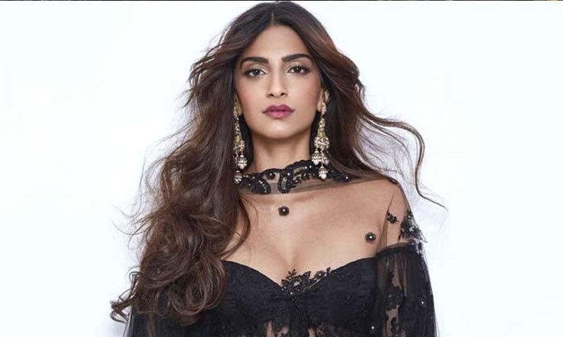 اداکارہ شاہد کپور کے ساتھ ایک فلم میں بھی کام کر چکی ہیں—فائل فوٹو: کوئی موئی