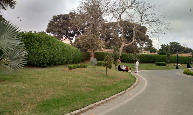 انٹری گیٹ کراس کرتے ہی پارک شروع ہوجاتا ہے—فوٹو: بشکریہ خالد ہاشمانی