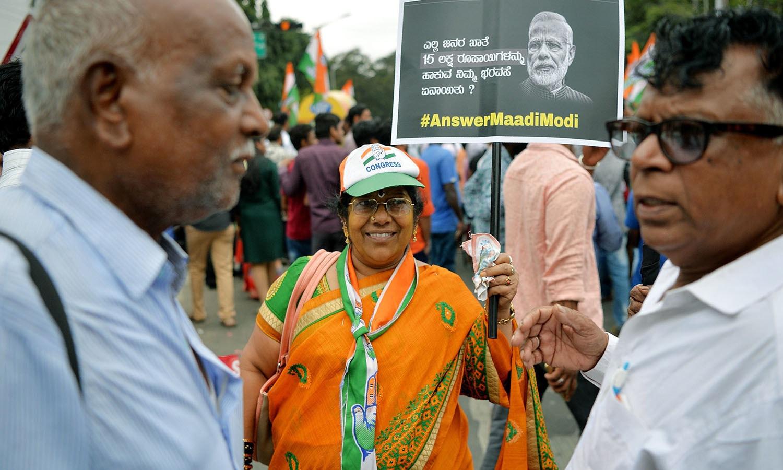 پیٹرولیم مصنوعات اور دیگر معاملات پر کانگریس کے صدر راہول گاندھی کی قیادت میں'بھارت بند' تحریک جاری ہے — فوٹو: اے ایف پی