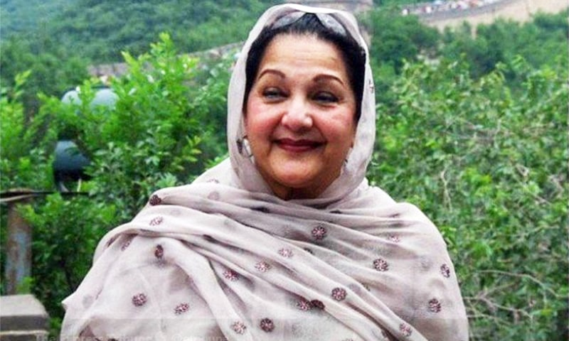 Begum Kulsoom Nawaz is survived by her husband, former prime minister Nawaz Sharif, and their four children. ─ DawnNewsTV