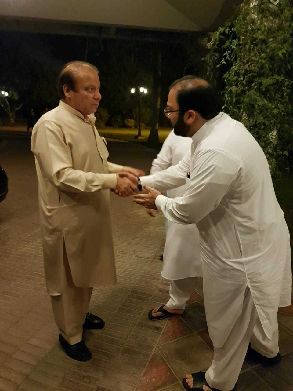 Nawaz Sharif upon arrival at Jati Umra. — PML-N