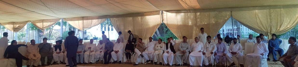Relatives and leaders who arrived to condole Kulsoom's death are seen at Jati Umra. — DawnNewsTV