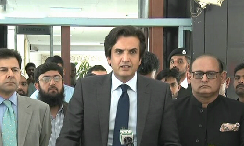 Minister for Planning and Development Makhdoom Khusro Bakhtiar addresses a press conference in Islamabad. ─ DawnNewsTV