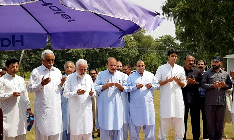 Nawaz offers prayers at Sharif Medical City where he paid a visit on Thursday to oversee arrangements for his late wife's funeral. ─ DawnNewsTV