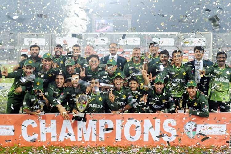 ایشیا کپ 2012 میں پاکستان نے بنگلہ دیش کو 2 رنز سے شکست دے کر ٹائٹل اپنے نام کیا — فوٹو ایشیئن کرکٹ کونسل