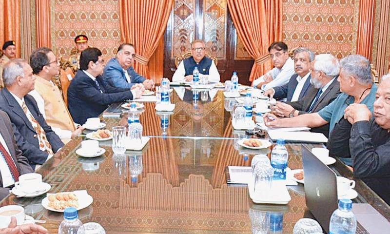 President Dr Arif Alvi on Saturday chairs a meeting at the State Guest House to discuss federal government-funded projects in Karachi.—APP