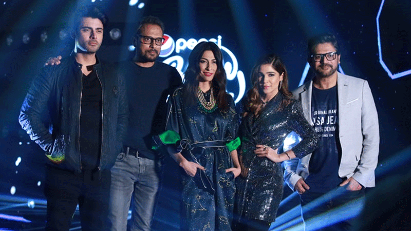 Judges Fawad Khan, Bilal Maqsood, Meesha Shafi, Ayesha Omer (host) and Faisal Kapadia.