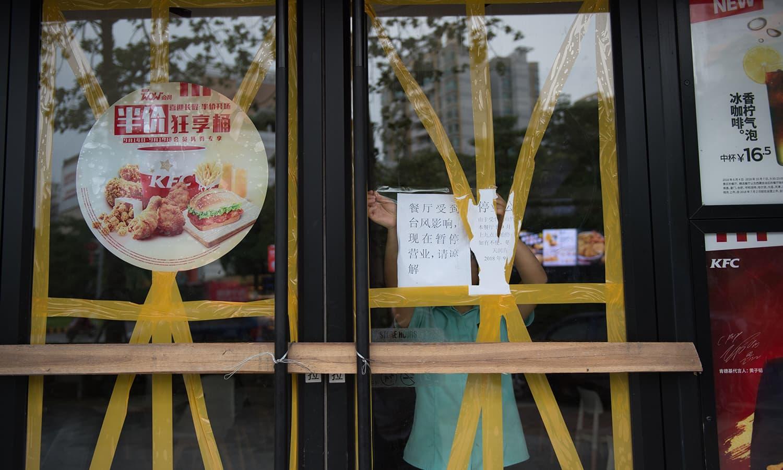 ہانگ اور چین کے جنوبی حصے میں کاروبار زندگی معطل ہوگیا — فوٹو : اے ایف پی
