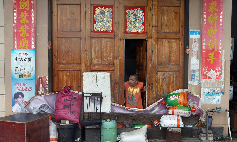چین کے جنوبی علاقے میں طوفان سے نظام زندگی معطل ہوگیا — فوٹو : اے پی
