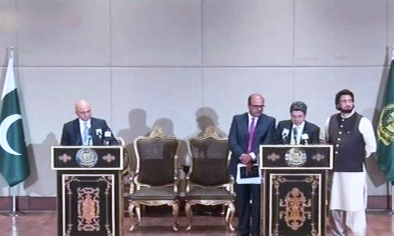 Law Minister Dr Farogh Naseem and British Home Secretary Sajid Javid address a joint presser. — DawnNewsTV