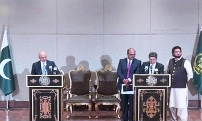 Law Minister Dr Farogh Naseem and British Home Secretary Sajid Javid address a joint presser. — DawnNewsTV