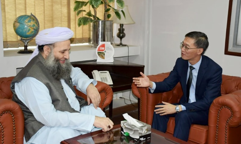 Federal Minister for Religious Affairs and Interfaith Harmony Noorul Haq Qadri in conversation with Chinese Ambassador Yao Xing. —Photo provided by author