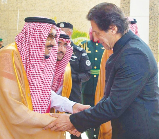 PRIME Minister Imran Khan shakes hands with King Salman bin Abdul Aziz.—APP
