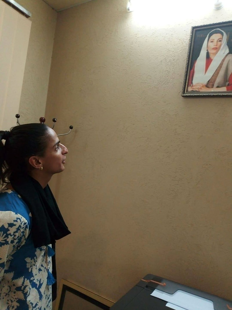 Madiea Ghafoor admires a picture of Benazir Bhutto during her visit to BBSUL. — Photo by writer