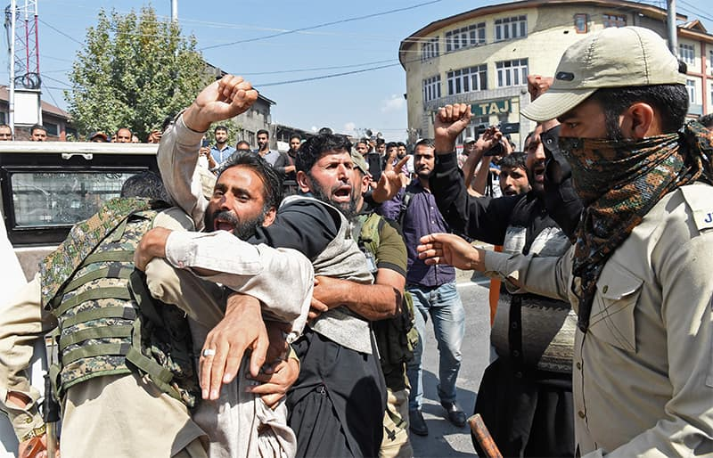 Kashmiri Shias detained by Indian police as devotees defy restrictions for a Muharram procession in Srinagar on September 21, 2018. ? AFP