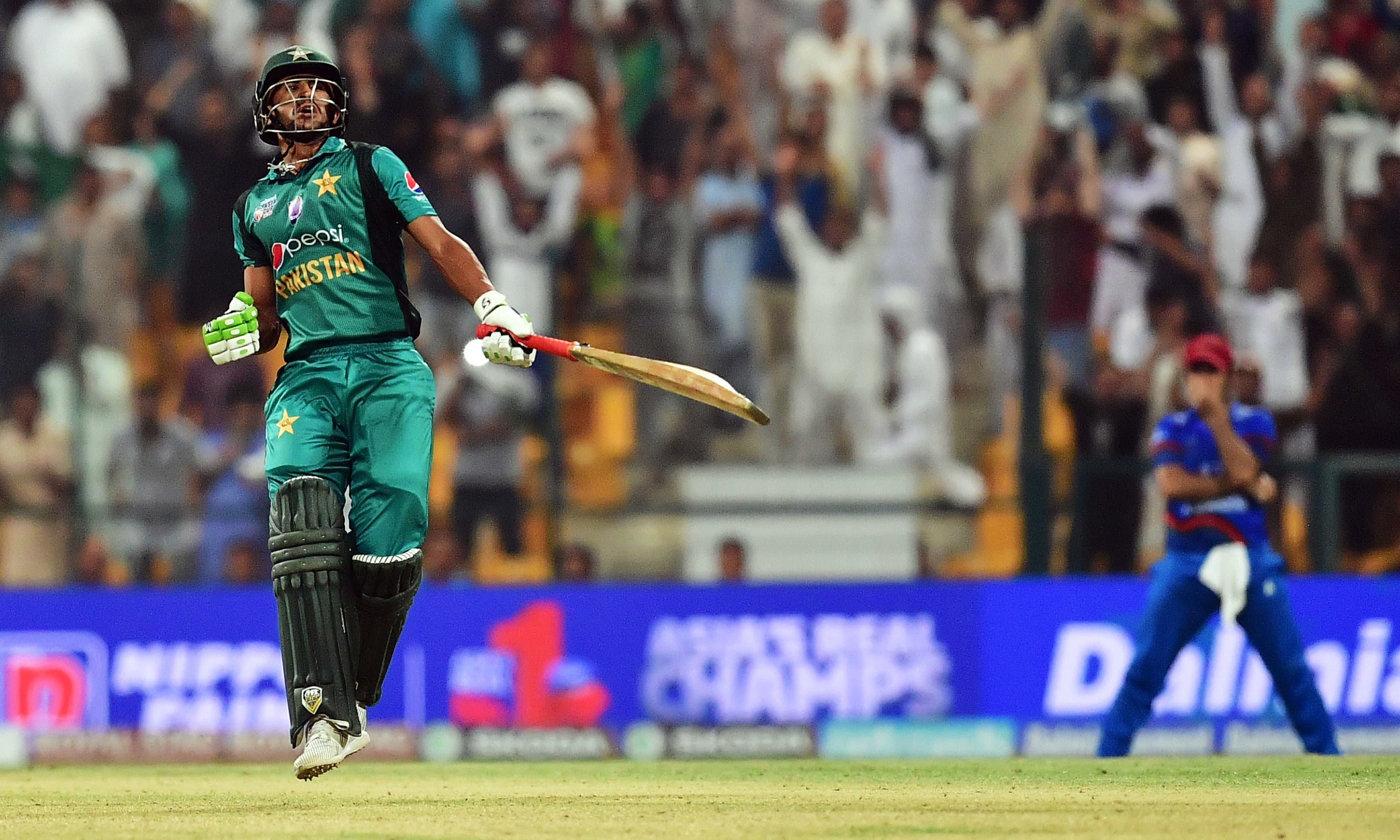 Pakistan's Hasan Ali celebrates at the end of the match during the one day international (ODI) Asia Cup cricket match between Pakistan and Afghanistan at The Sheikh Zayed Stadium in Abu Dhabi on September 21, 2018. (Photo by GIUSEPPE CACACE / AFP) — AFP or licensors