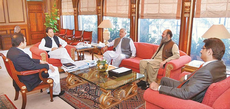 ISLAMABAD: Prime Minister Imran Khan speaks to the chief ministers of Sindh, Punjab, Khyber Pakhtunkhwa and Balochistan, Syed Murad Ali Shah, Sardar Usman Buzdar, Mehmood Khan and Jam Kamal Khan, respectively, before the Council of Common Interests meeting on Monday.—APP