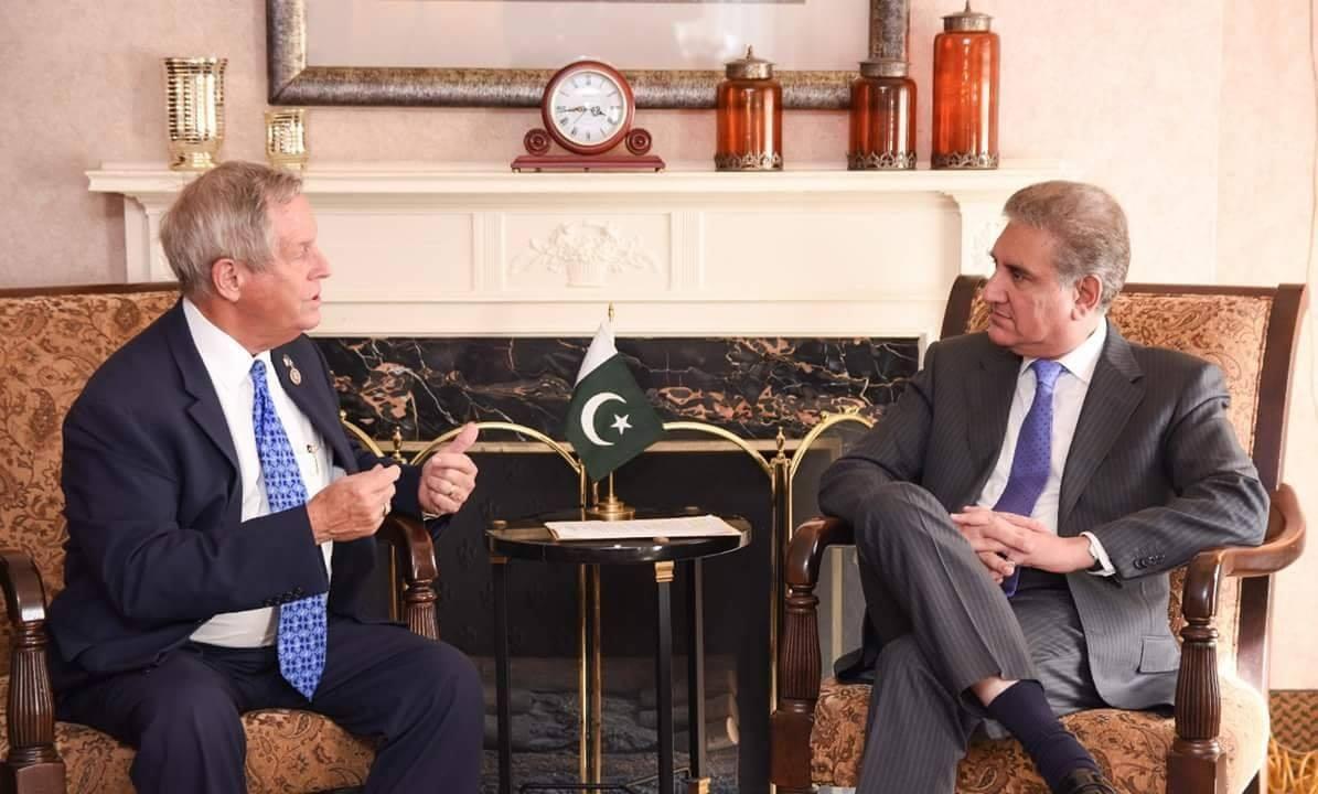 FM Qureshi meets an American congressman.