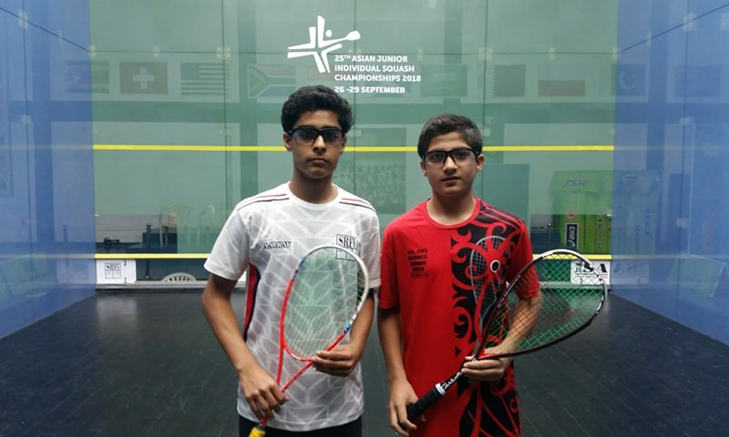 Pakistan's Mohammad Hamza Khan (R) defeated India's Arnaav Sareen (L) to become U-15 Asian Squash champion. — Photo by author