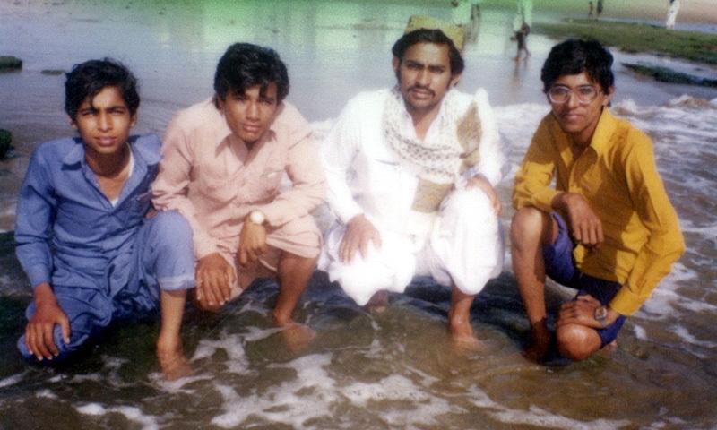 منوڑہ کے ساحل پر کھینچی گئی پولورائڈ کیمرے سے ایک تصویر