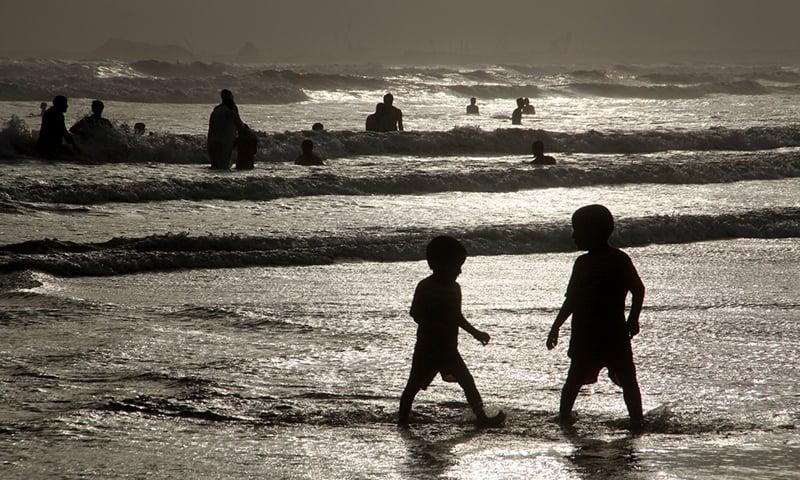 کلفٹن کا ساحل—تصویر عبیداللہ کیہر