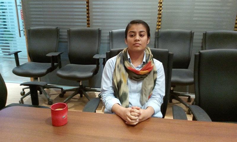 سندھ اینگرو کول مائیننگ کمپنی کے ساتھ منسلک مقامی خاتون کرن، جو آئی ٹی انجینئر ہیں — فوٹو: عبدالرشید