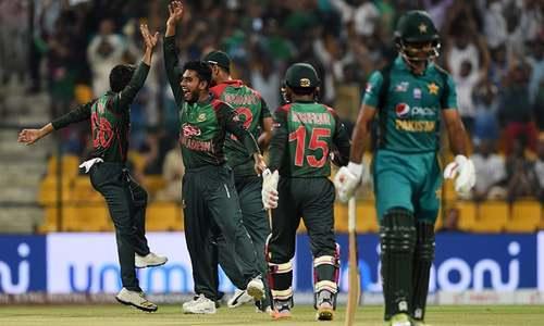 Mehidy Hasan Miraz (2L) celebrates with his teammates after he dismisses Pakistan batsman Fakhar Zaman (R) — AFP/File