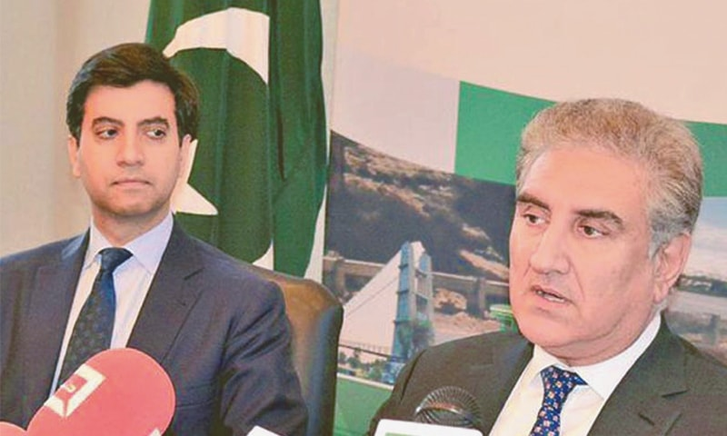 WASHINGTON: Foreign Minister Shah Mehmood Qureshi addressing the press conference at the Pakistan Embassy.—INP