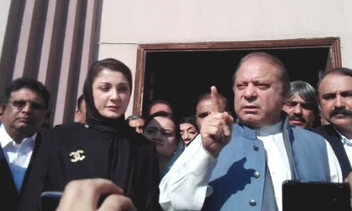 Maryam Nawaz and Nawaz Sharif speaking to the press outside the accountability court in Islamabad. ─ DawnNewsTV
