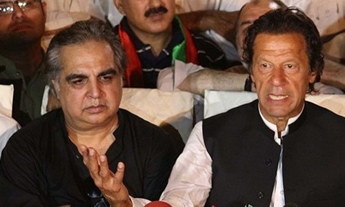 Sindh Governor Imran Ismail at a press conference with PM Imran Khan. ─ File