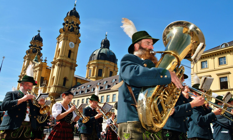 علاقائی موسیقی بھی اس فیسٹیول کی شان میں اضافہ کرتی ہے — فوٹو : اے ایف پی