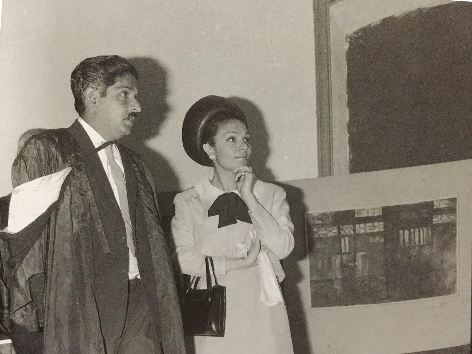 خالد اقبال ایران کی ملکہ فرح دیبا کے ہمراہ—تصویر بشکریہ کتاب: KHALID IQBAL - A PIONEER OF MODERN REALISM IN PAKISTAN