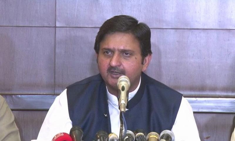 مسلم لیگ (ن)  کے رہنما لاہور میں پریس کانفرنس کر رہے ہیں — فوٹو: ڈان نیوز