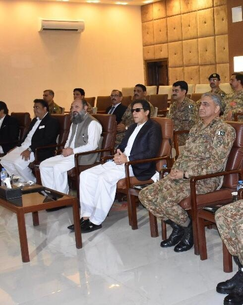PM Imran Khan attends a briefing in Quetta — Photo: ISPR