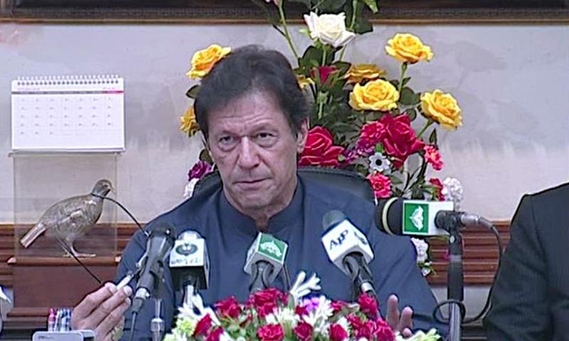 عمران خان کی وزارت عظمیٰ سنبھالنے کے بعد لاہور میں پہلی پریس کانفرنس—فوٹو : ڈان نیوز