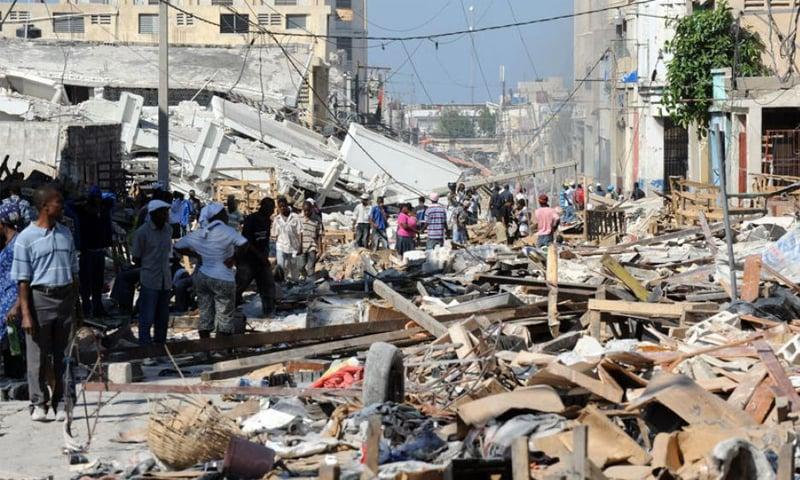 ہیٹی میں 2010 میں آنے والے تباہ کن زلزلے کے نتیجے میں کم از کم 2لاکھ افراد ہلاک ہو گئے تھے— فائل فوٹو: اے ایف پی