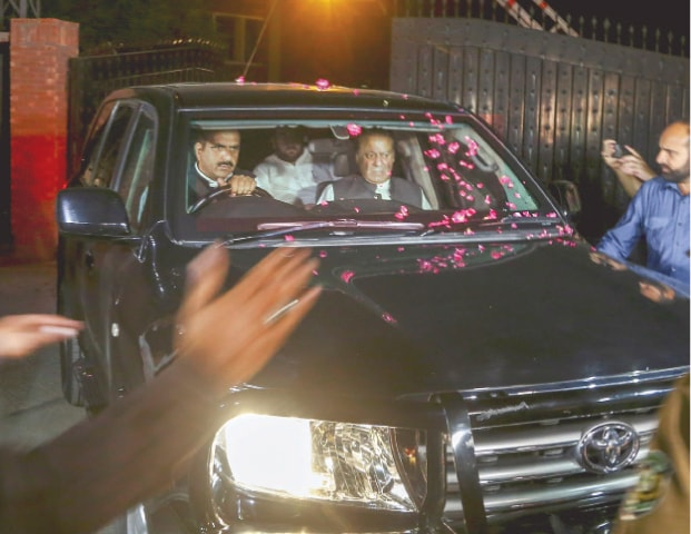 Nawaz, Hamza meet detained Shahbaz in NAB office - Newspaper - DAWN COM