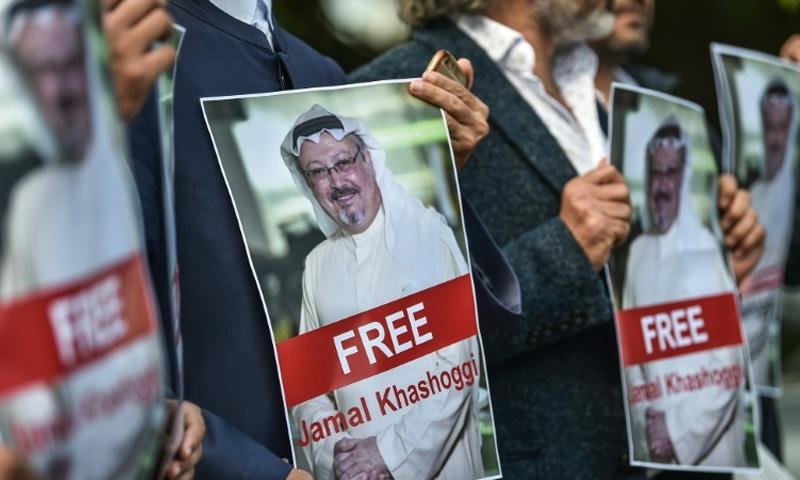 سعودی صحافی اس وقت لاپتہ ہوگئے تھے جب وہ شادی کے لیے ضروری دستاویزات لینے سعودی قونصل خانے میں گئے —فوٹو:اے ایف پی