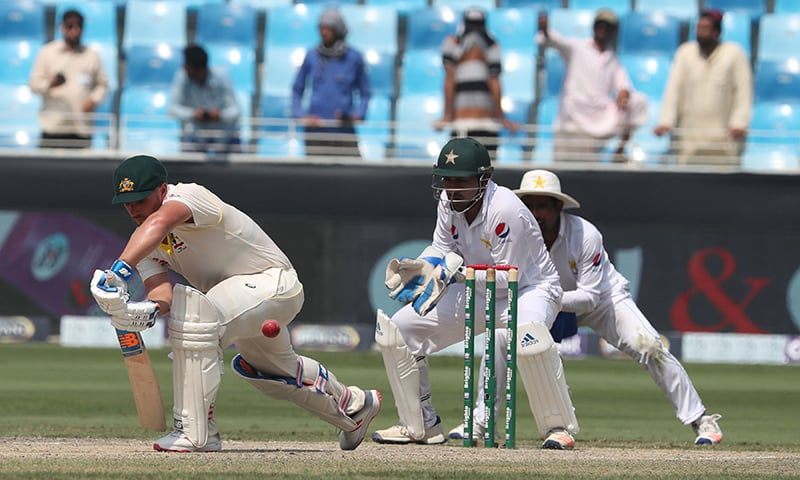 Lazy Pakistan lose three at the outset of second innings of first Test against Australia