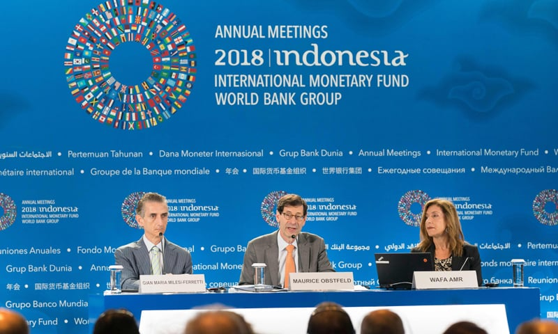 Nusa Dua: International Monetary Fund's Economic Counsellor Maurice Obstfeld (C) is answering questions during the World Economic Outlook press conference on Tuesday.—AFP