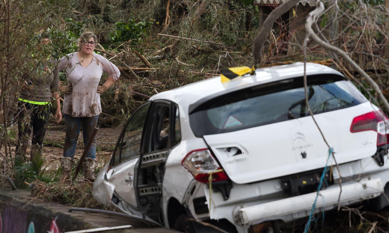 طوفانی بارش اور مٹی کے طوفان کی زد میں آکر تقریباً 9 افراد ہلاک ہوئے— فوٹو: اے ایف پی