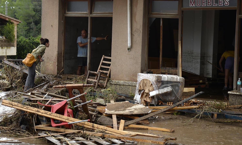جزیرے مالوروکا سب سے زیادہ متاثر ہوا جہاں درجنوں گھر تباہ اور متعدد ہلاکتیں ہوئیں — فوٹو: اے ایف پی