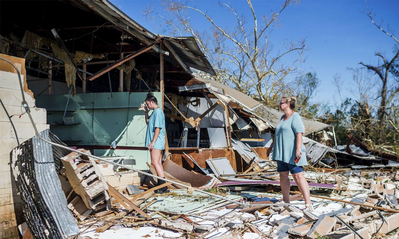 امریکی ریاست میں آئے طوفان سے کئی گھر تباہ ہوگئے— فوٹو: اے ایف پی