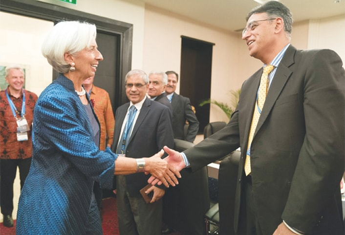 BALI (Indonesia): Finance Minister Asad Umar and IMF chief Christine Lagarde shake hands before their meeting on Thursday.—AFP